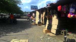 Pedagang Pasar Prambanan menempati pasar sementara di Dusun Pelemsari, Desa Bokoharjo, Sleman