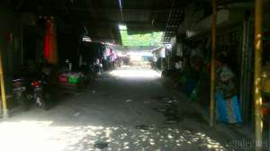Para pedagang Pasar Prambanan sudah hampir 3 tahun menempati pasar sementara