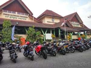Tampak depan pasar Klithikan Yogyakarta