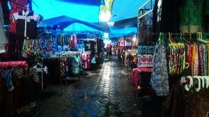 Pasar Sore Malioboro menjual berbagai macam oleh-oleh khas Jogja