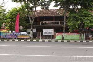 Tampilan depan pasar Gading, Yogyakarta