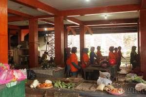 Aktivitas senam sehat tiap Senin pagi di pasar Gading