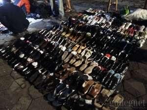 Sepatu bekas dan sepatu baru juga dijual di pasar ini