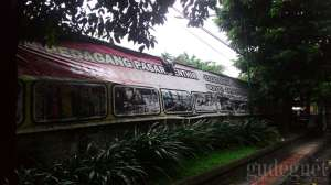 Pasar Senthir terletak di samping Pasar Beringharjo, buka mulai malam hari