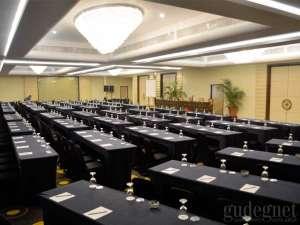Ruang pertemuan di Hotel New Saphir Yogyakarta