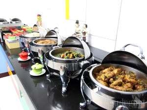 Hidangan di Amaris Diponegoro Hotel