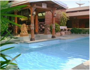 pool istana batik ratna