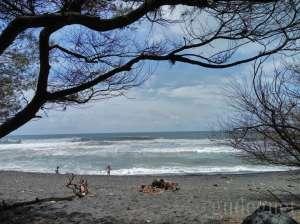Keindahan di Pantai Goa Cemara