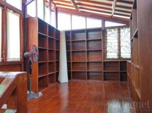 Ruang perpustakaan di museum Taman Tino Sidin
