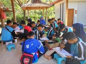 Workshop membatik di sentra industri batik tulis Giriloyo
