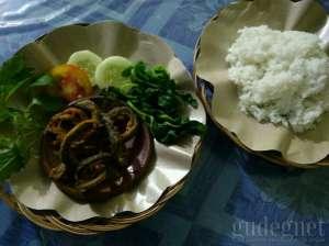Satu porsi belut goreng di Warung Jago Wirosaban
