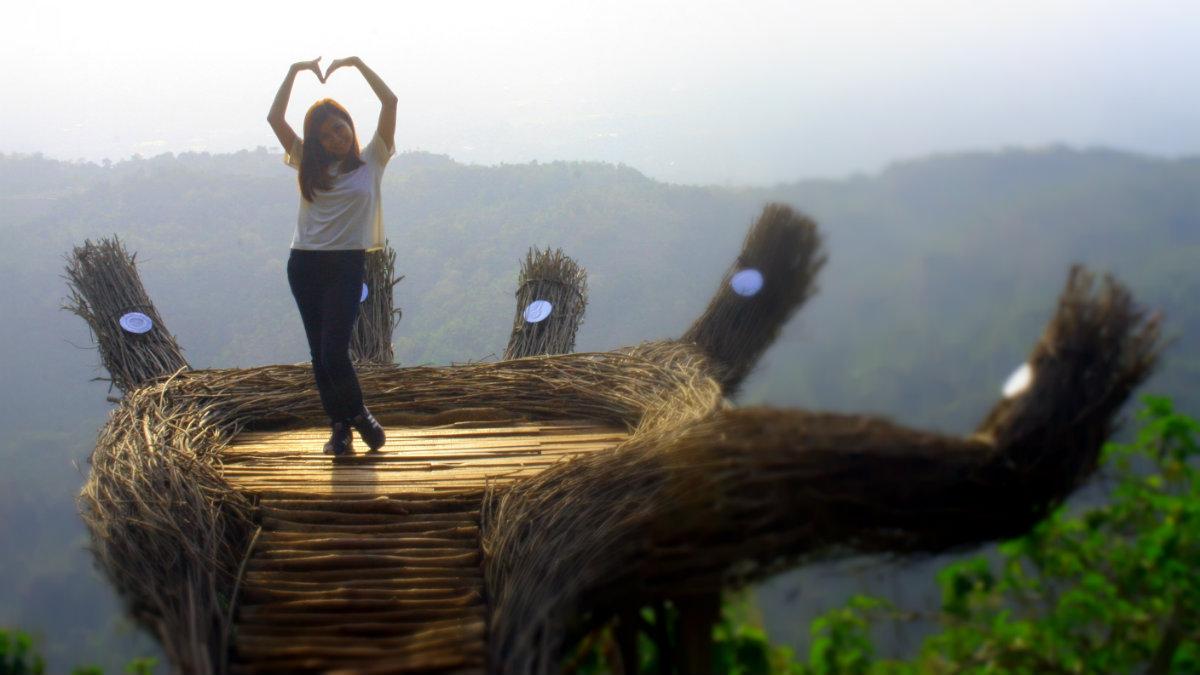 Ngabuburit Hits di Tangan Raksasa Pinus Pengger