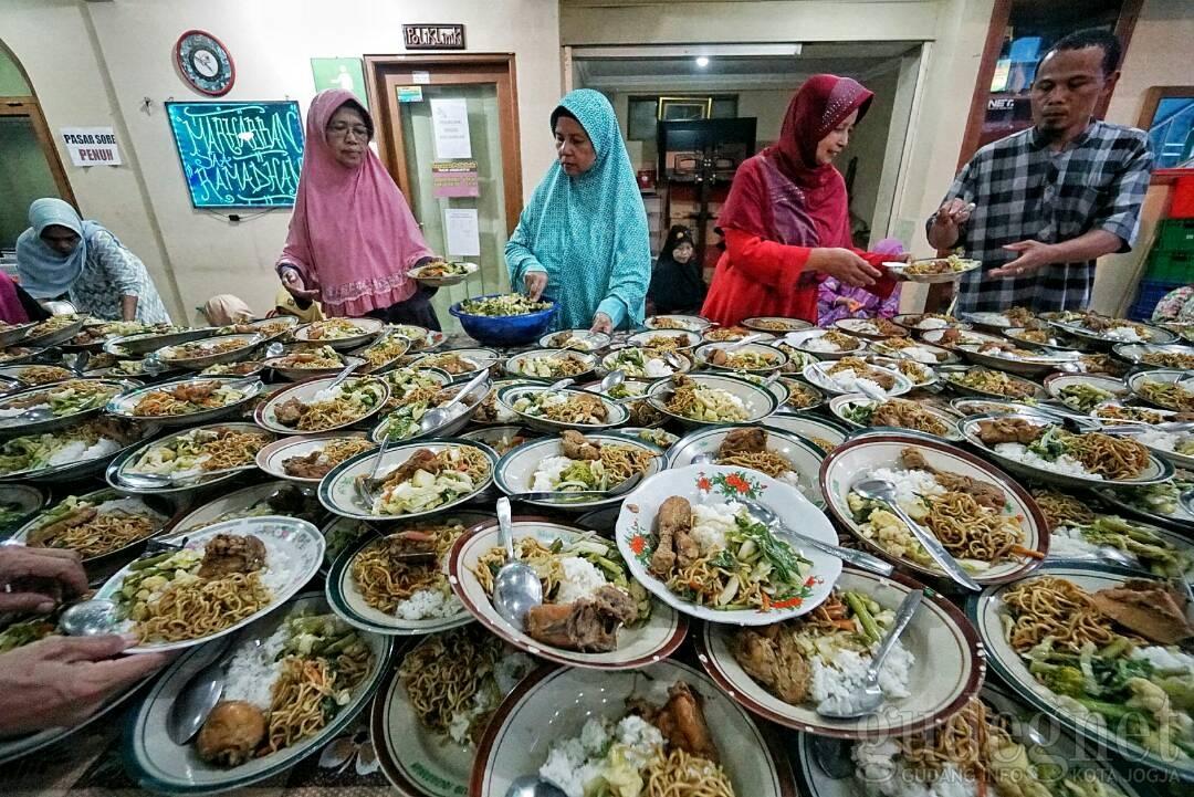 Takjub, Biaya Iftar di Masjid Jogokariyan Habiskan Ratusan Juta