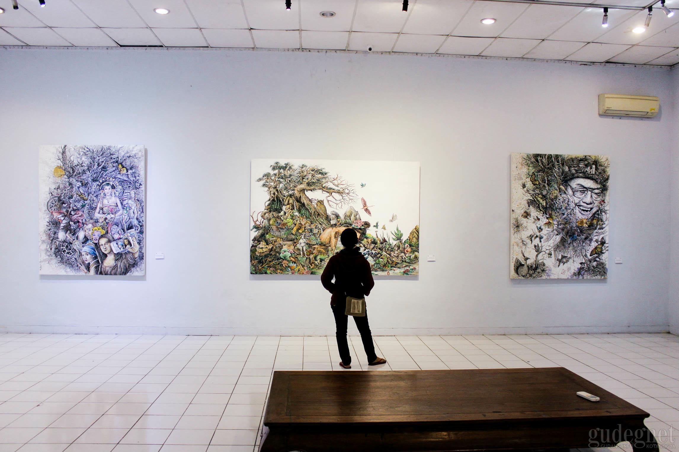 Menikmati Lukisan-lukisan Reflektif di Pameran Imago Dei
