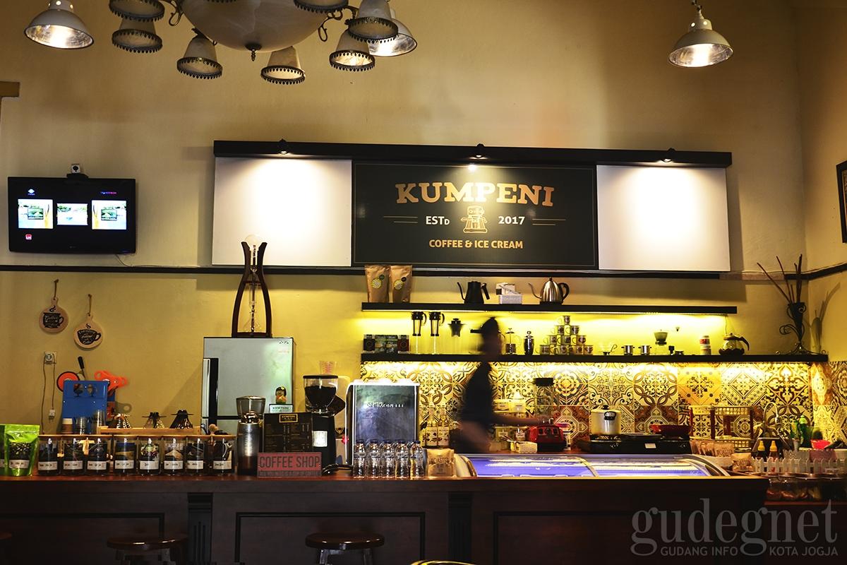 Kumpeni Coffee & Ice Cream, Ngopi A la Sinyo dan Noni
