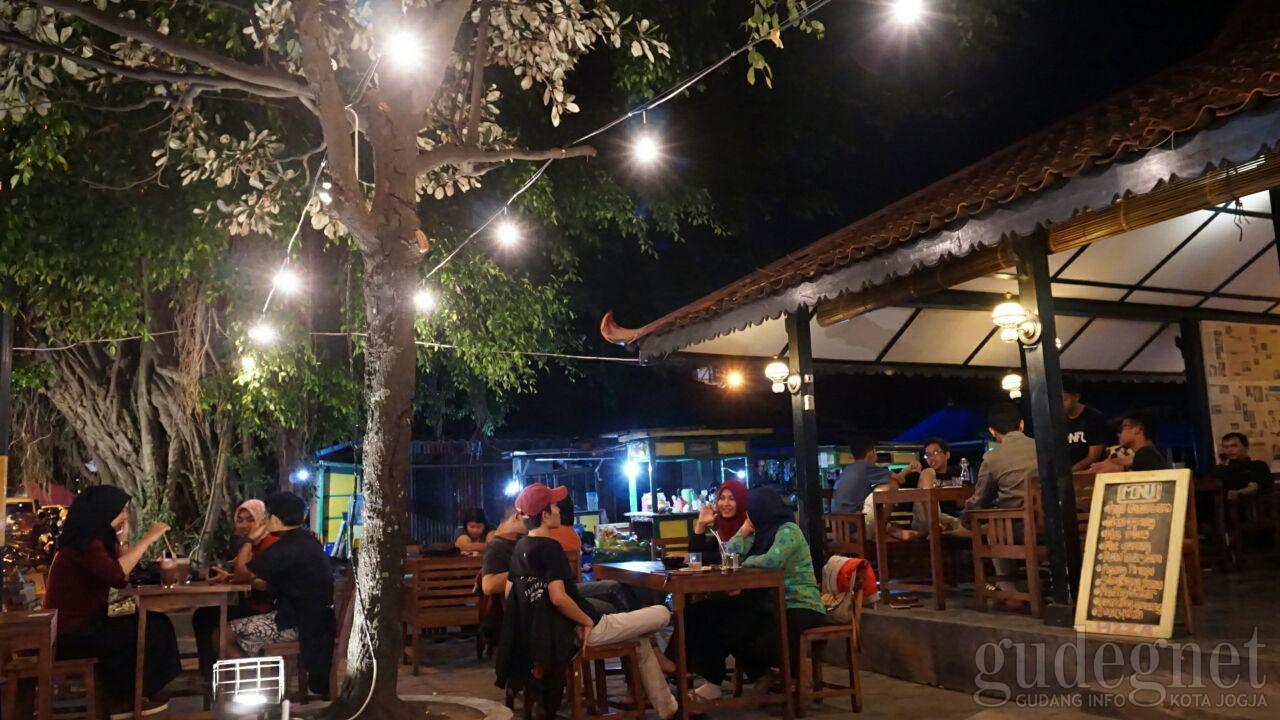 Kedai Kopi Margomulyo, Cita Rasa Kopi Nusantara di Alun-alun Utara