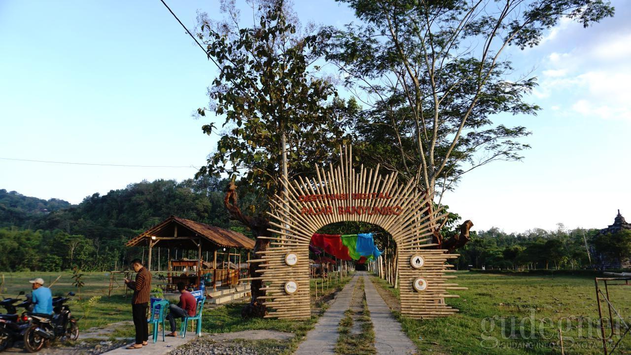 Pasar Banyunibo, Destinasi Berbuka Sekaligus Wisata Candi