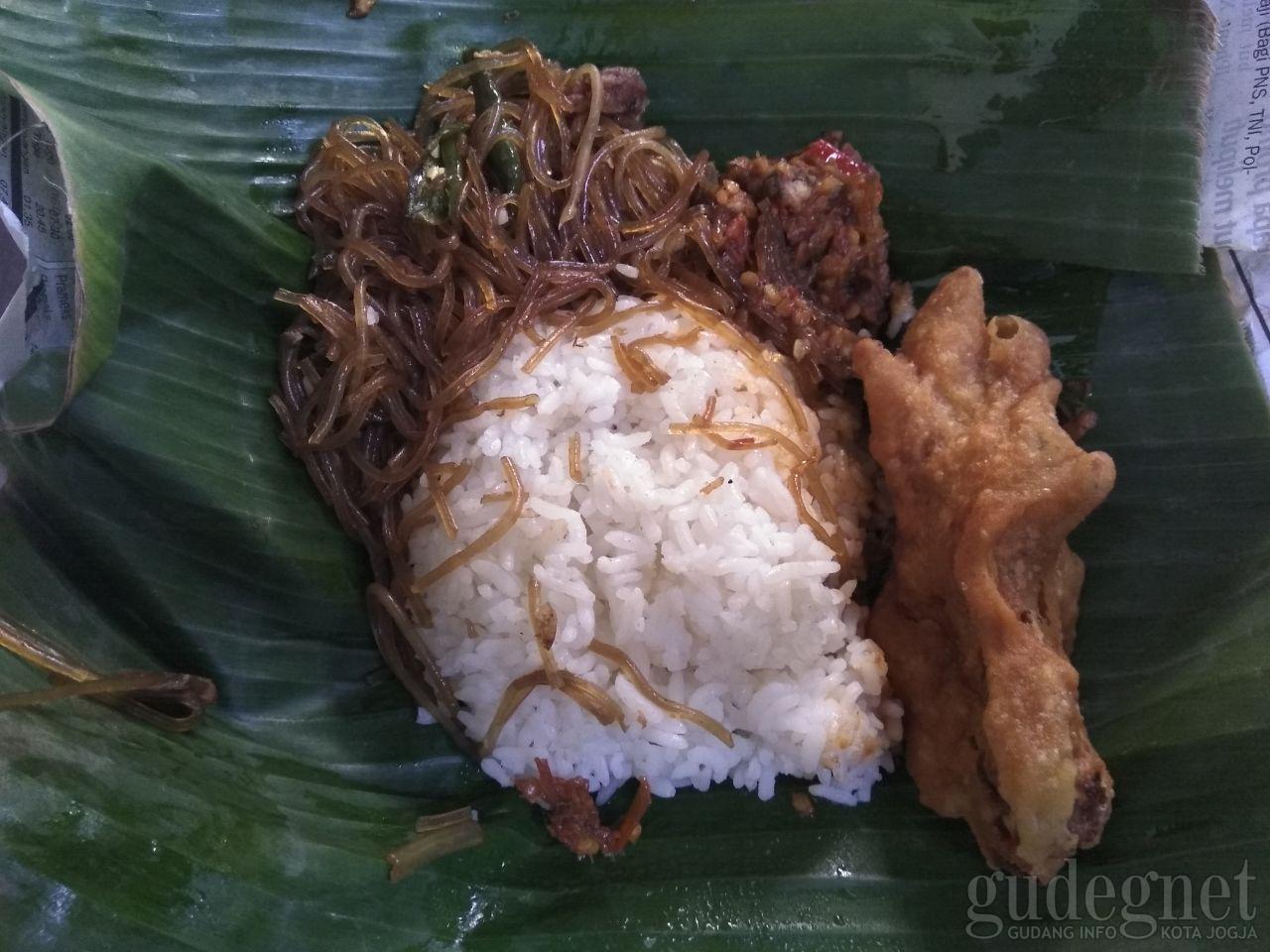 Nasi Soon Bu Roso, Ludes dalam Waktu Kurang dari Dua jam
