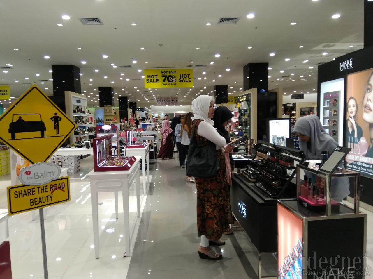 Wow, Centro Gelar Promo HOT SALE UP TO 70% + 20% OFF