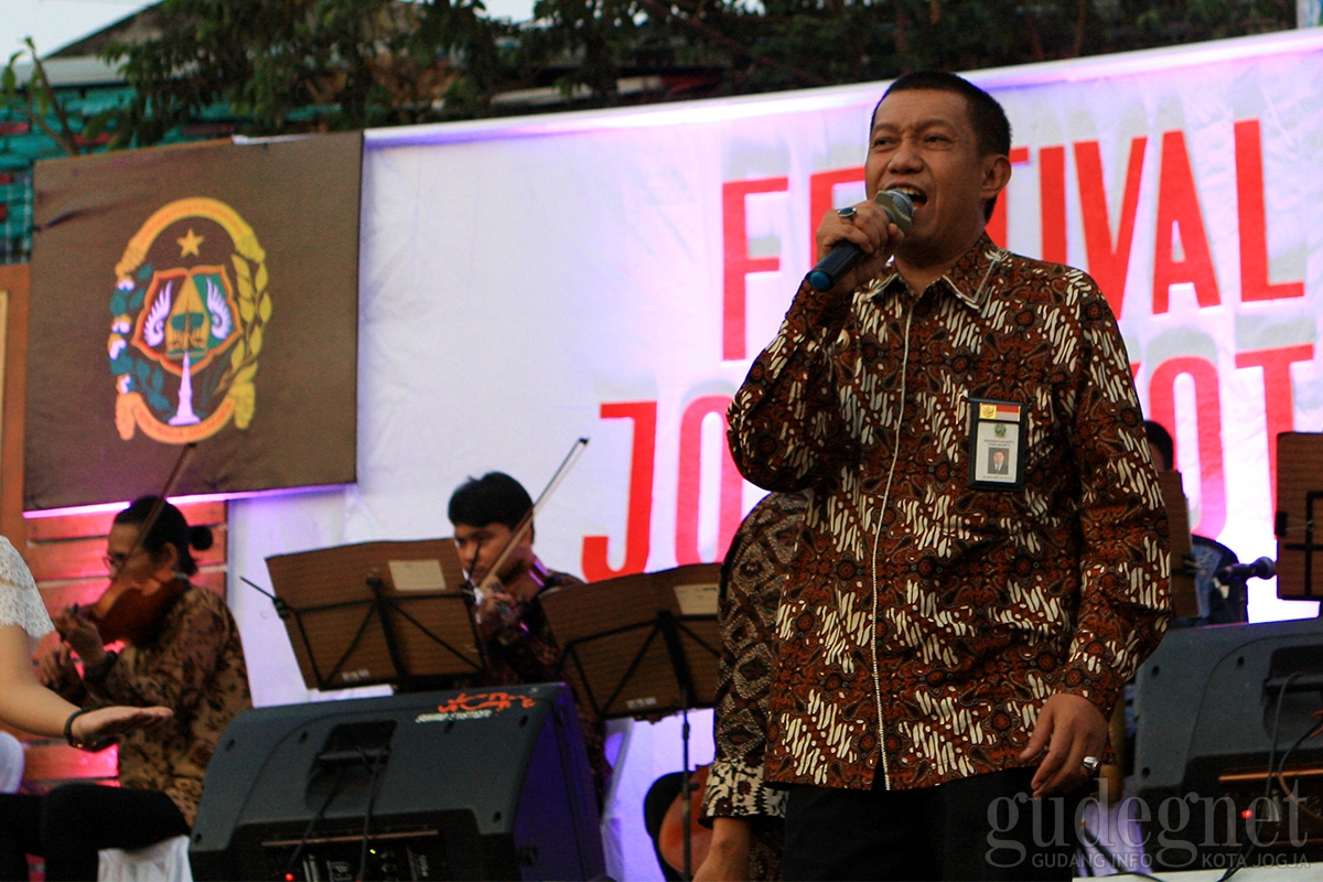 Lagu God Bless 'Rumah Kita' dibawakan Sontak Walikota Naik Panggung Wiwitan