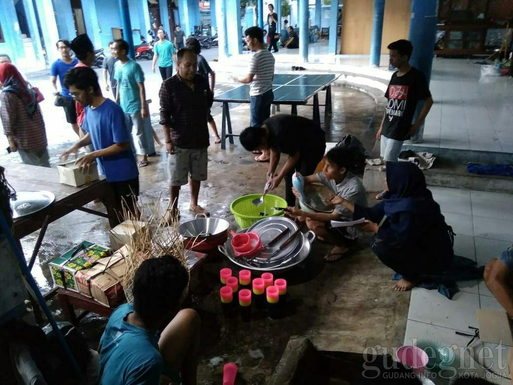 KAGAMACare Bantu Mahasiswa Sulteng di Jogja