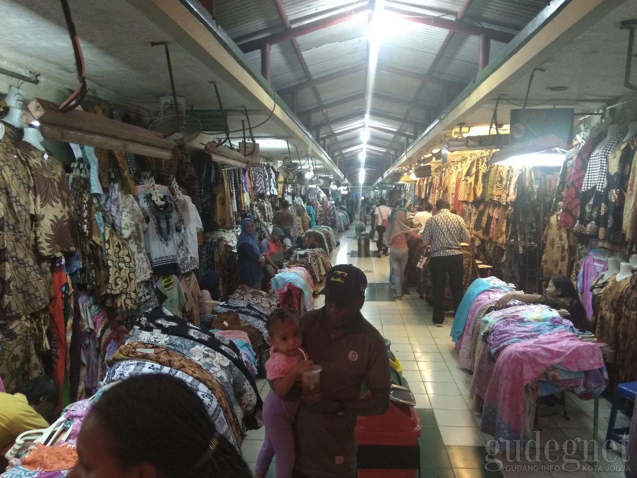 Pasar Beringharjo Buka Hingga Malam, Beri Dampak Positif Bagi Pedagang