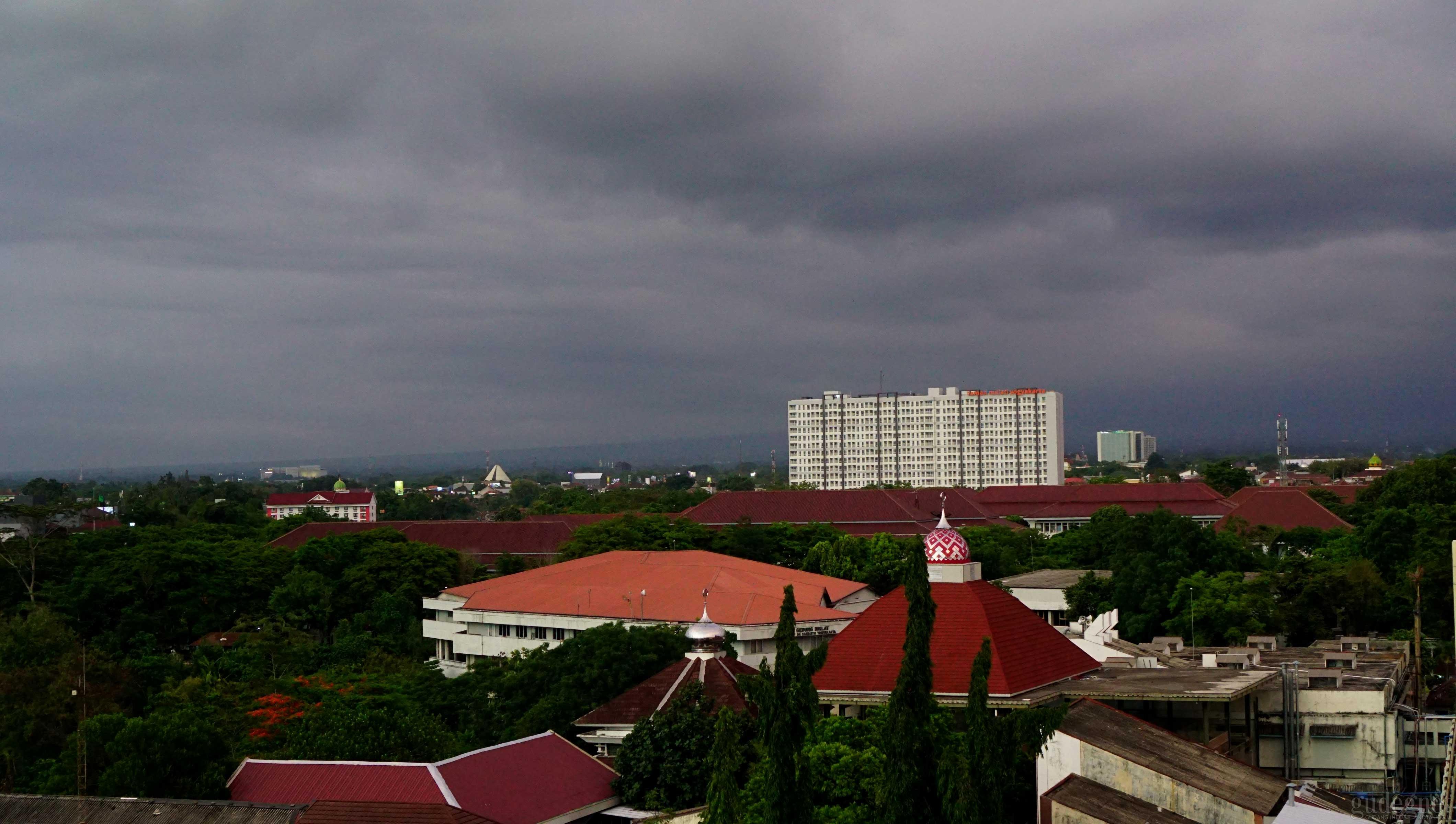 Hujan Disertai Petir dan Angin Kencang Akan Terpa Sleman dan Kota