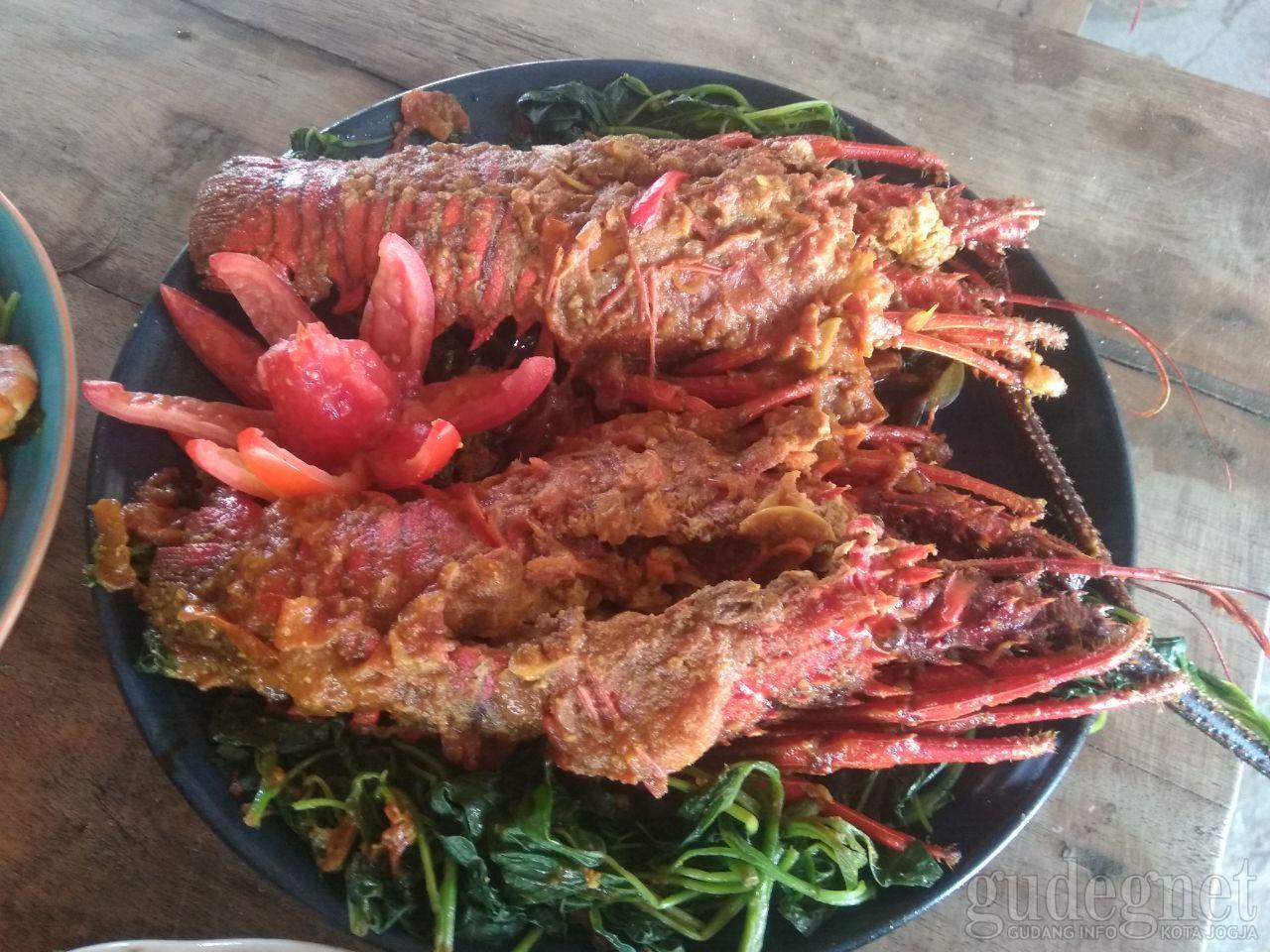 Mantapnya Lobster Asam Manis ala Warung Pondok Sundak
