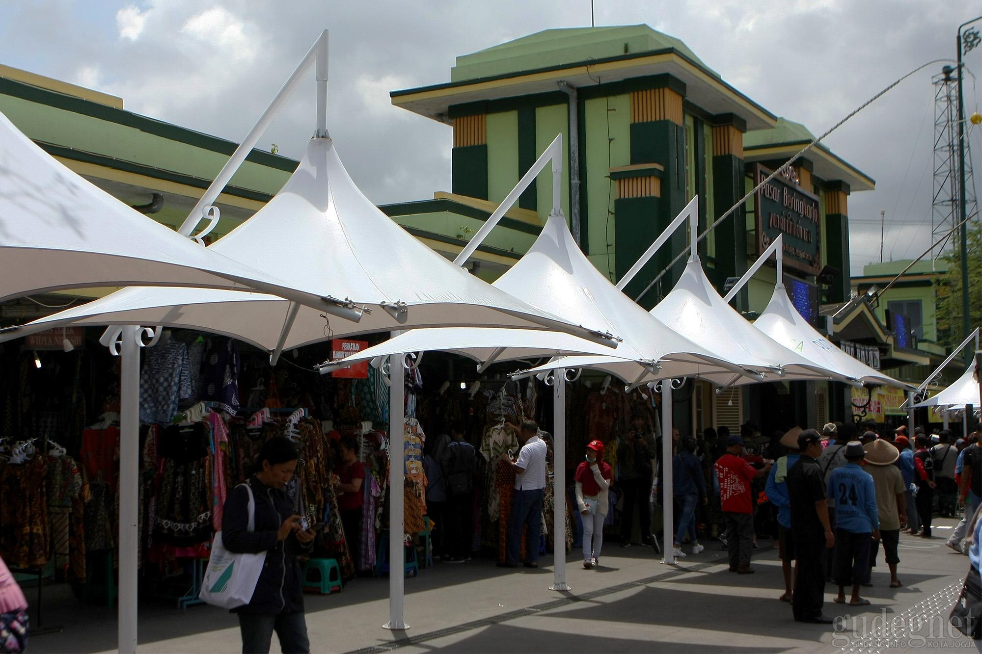 Walikota Yogyakarta Resmikan Payung Papela Beringharjo