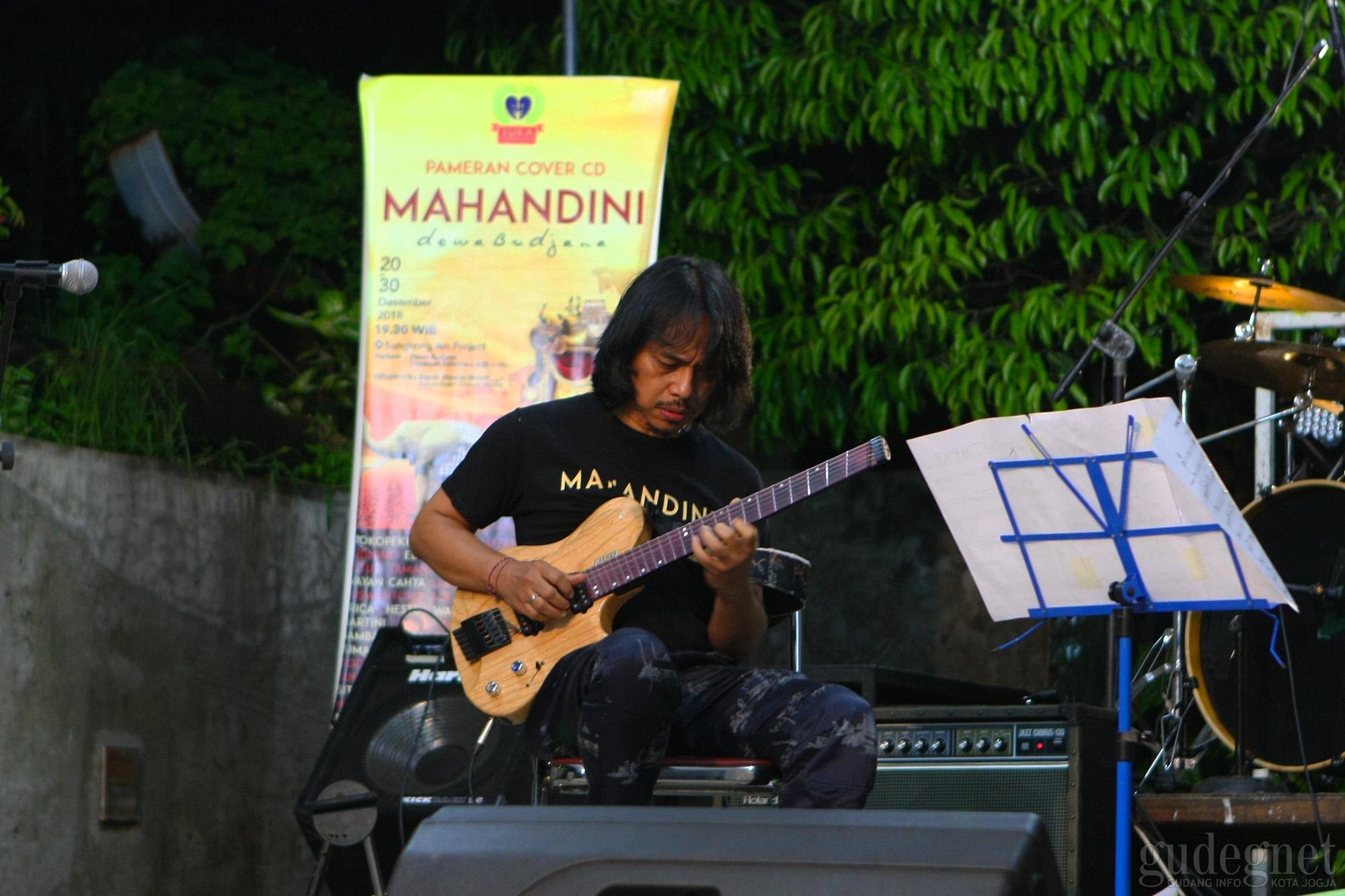 55 Perupa Merespon Sampul 'Mahandini' Budjana
