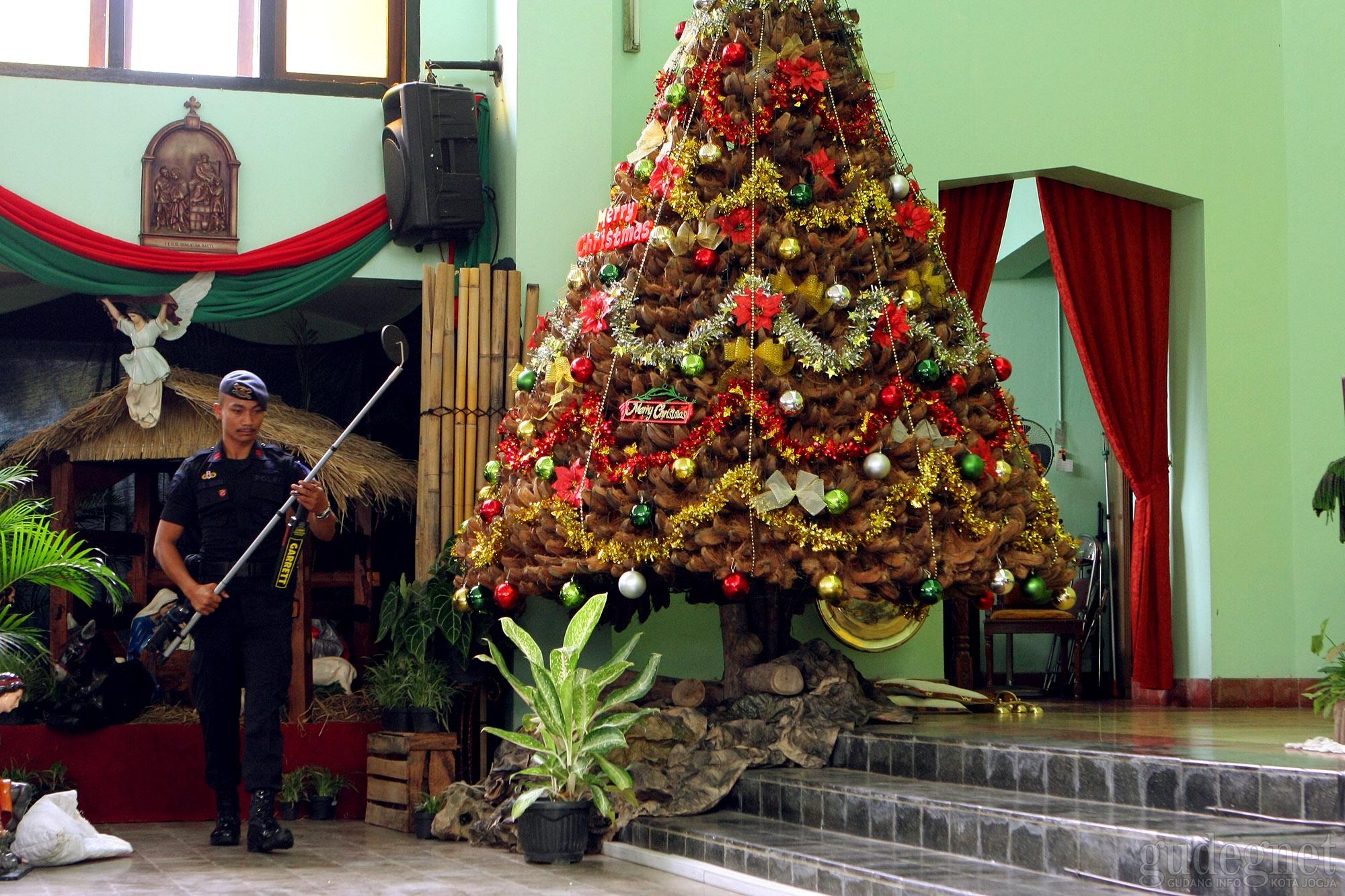 Ciptakan Rasa Aman saat Natal Polres Sleman Sterilisasi Gereja