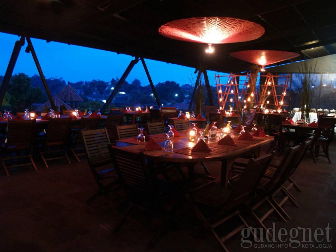 Tempat Makan Romantis Untuk Sambut Pergantian Tahun 2018