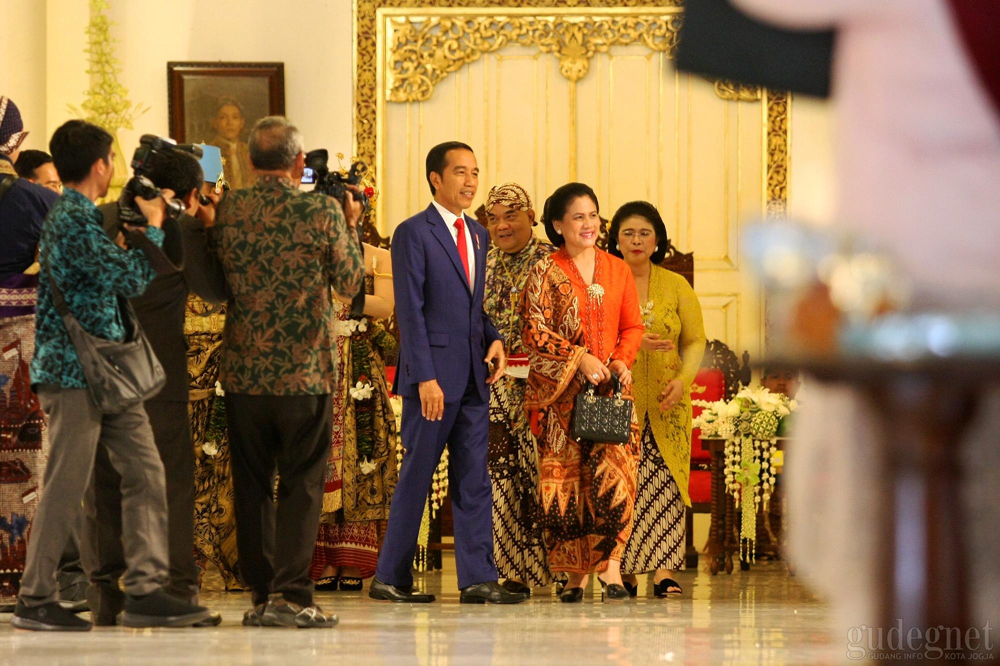 Jokowi Beri Petuah Kepada Mempelai Dhaup Ageng 2019