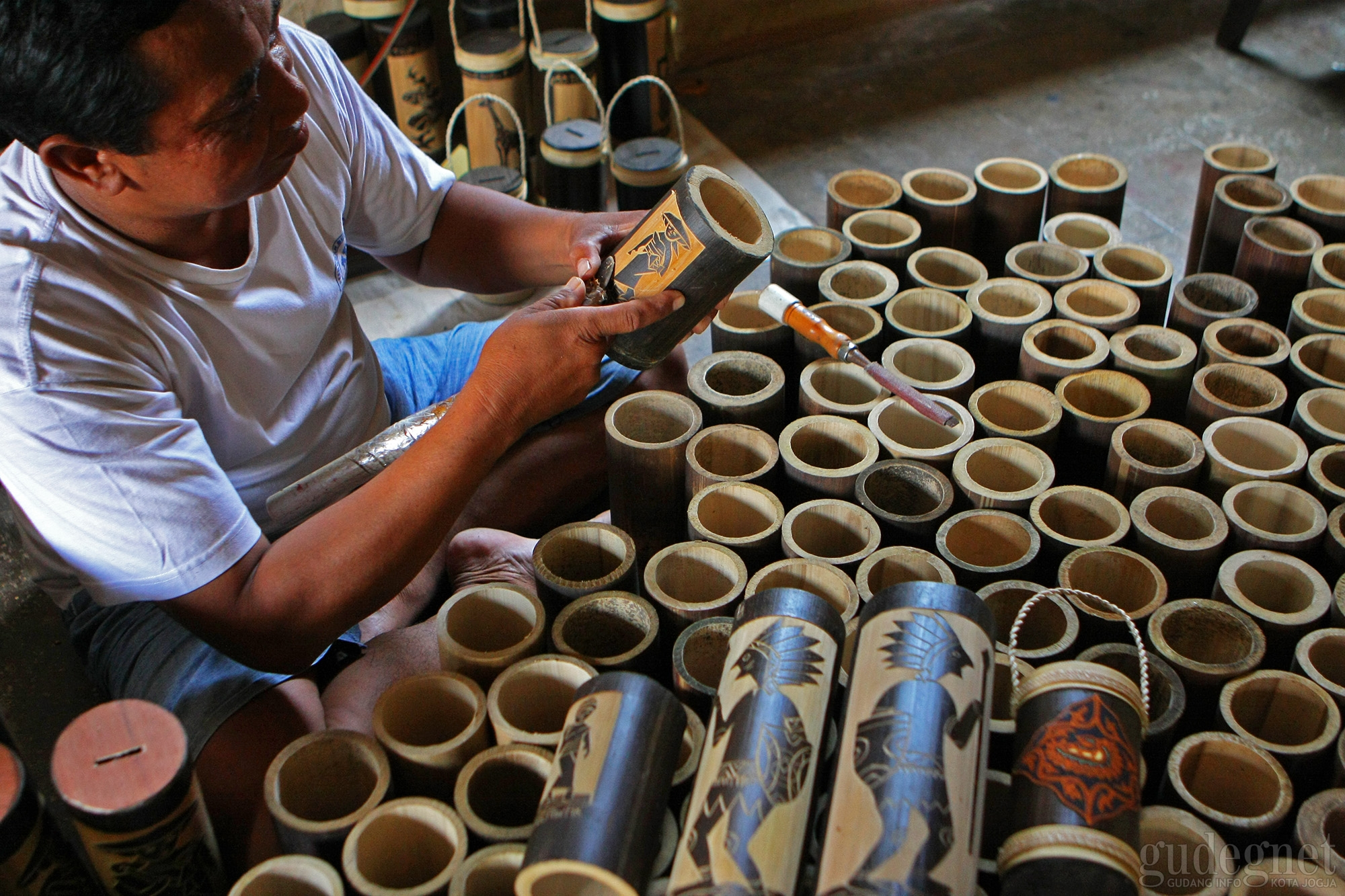 Celengan Bambu Ukir Yogyakarta Tembus Pasar Asia Tenggara