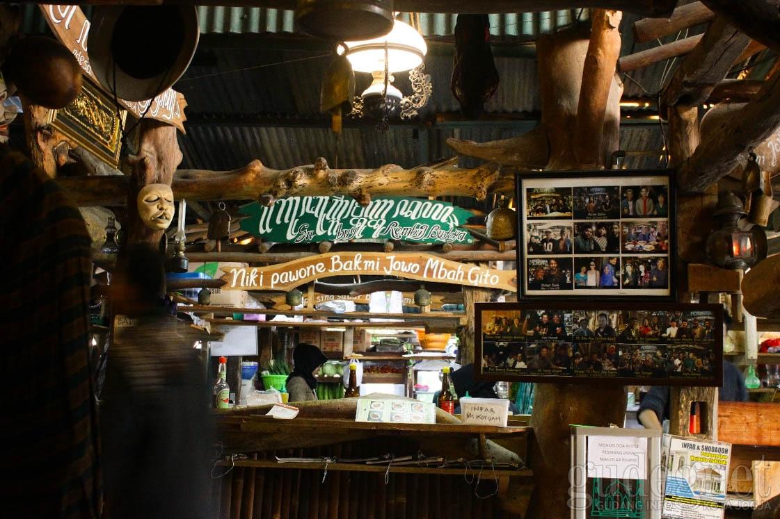 Rasakan Suasana Makan Unik di Bakmi Jowo Mbah Gito