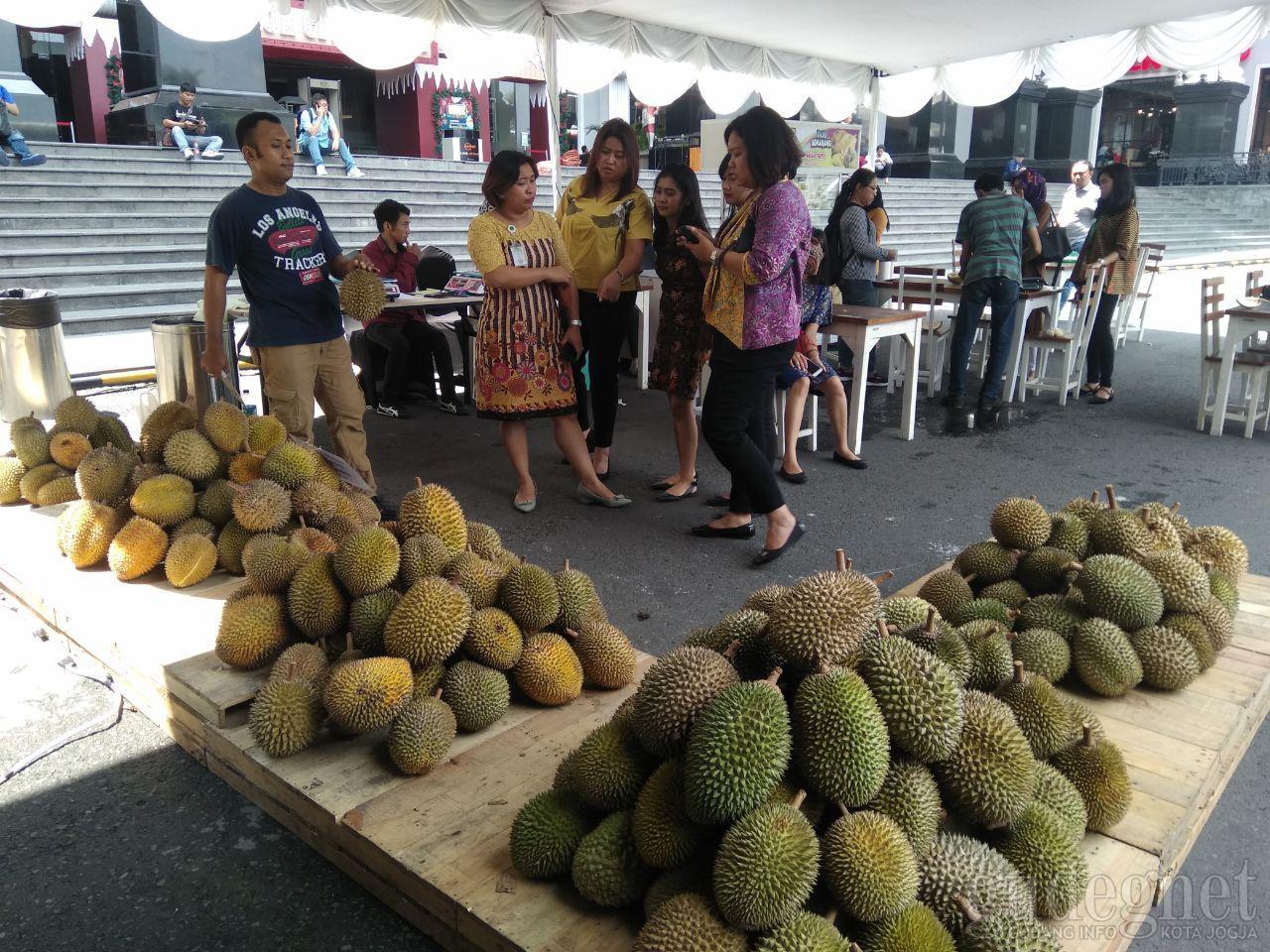 Legitnya Durian Ketan Pikat Pengunjung Festival Durian di JCM