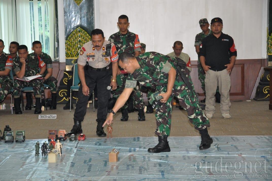 TNI-Polri Gelar Simulasi Pengamanan di Dalam Ruangan Jelang Pemilu 2019