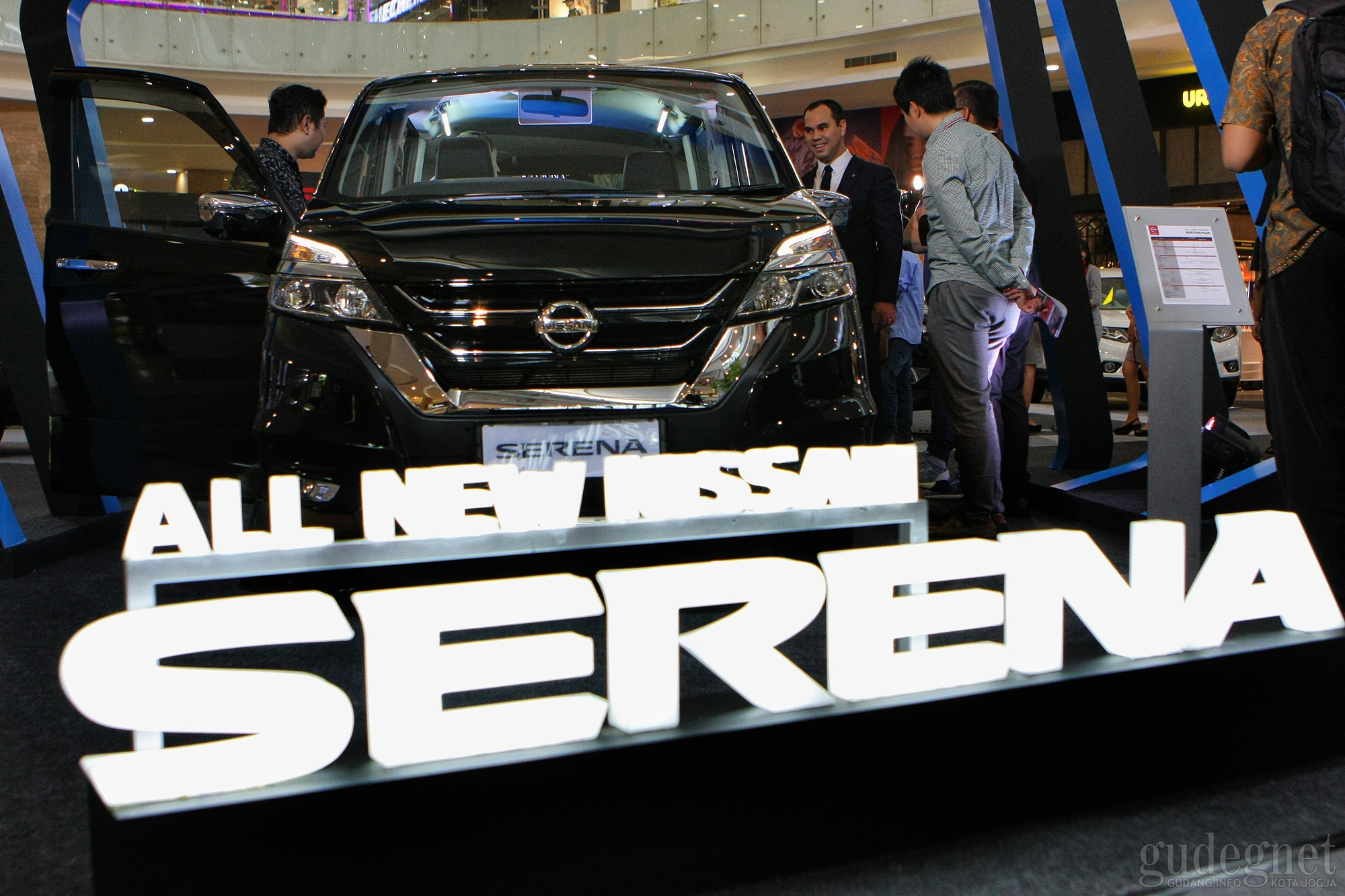 Nissan Grup Luncurkan New Livina dan Serena di Hartono Mall