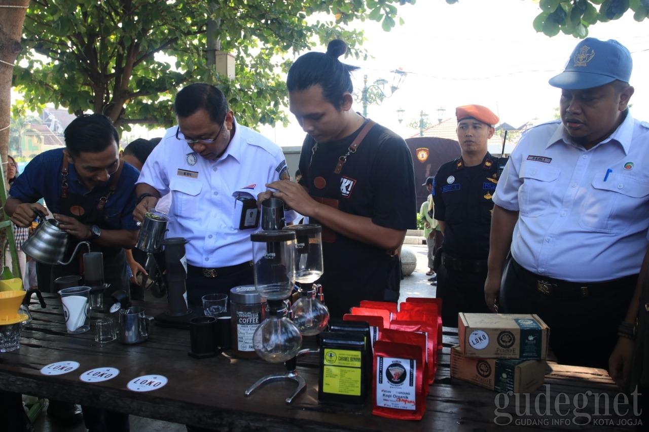 Peringati HUT Pertama, Loko Coffee Shop Luncurkan Menu Sodaqoh