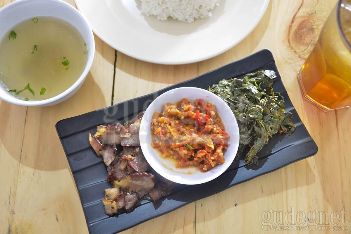 Se'i Sapi Kana Sajikan Daging Asap Khas Kupang Di Jogja Yogya | GudegNet
