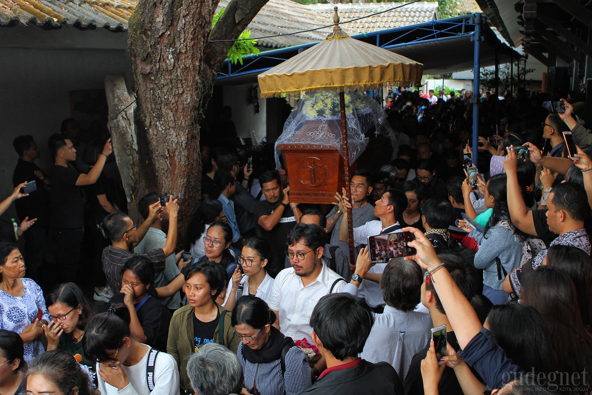 Ribuan Warga Lepas Djaduk Ferianto ke Peristirahatan Terakhir