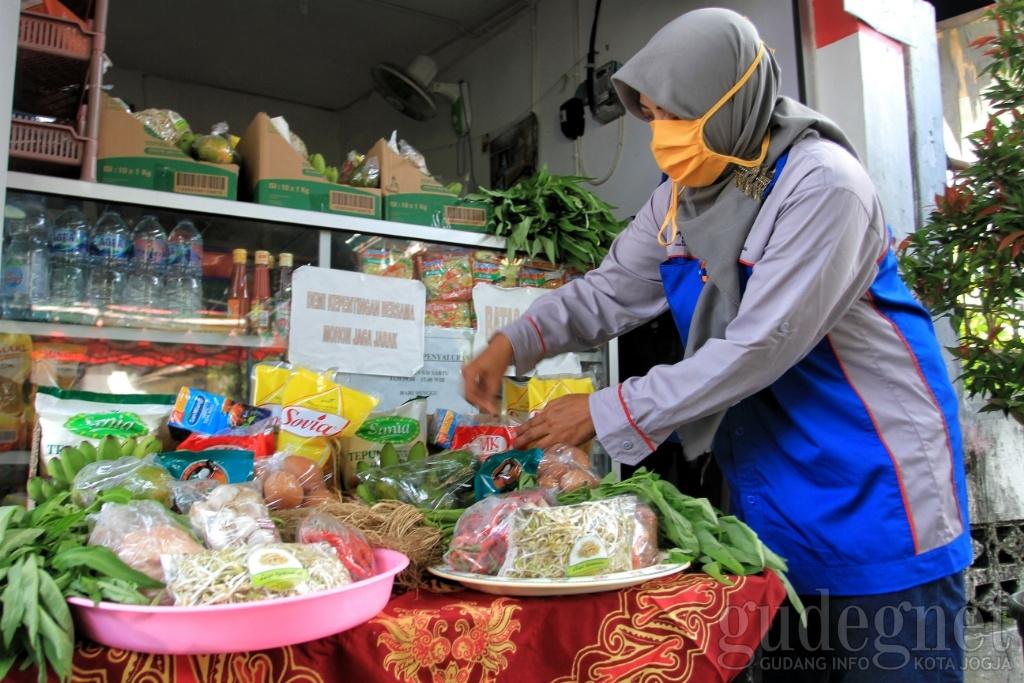 E-Warong, Cara Warga Penuhi Kebutuhan Pokok saat Pandemi