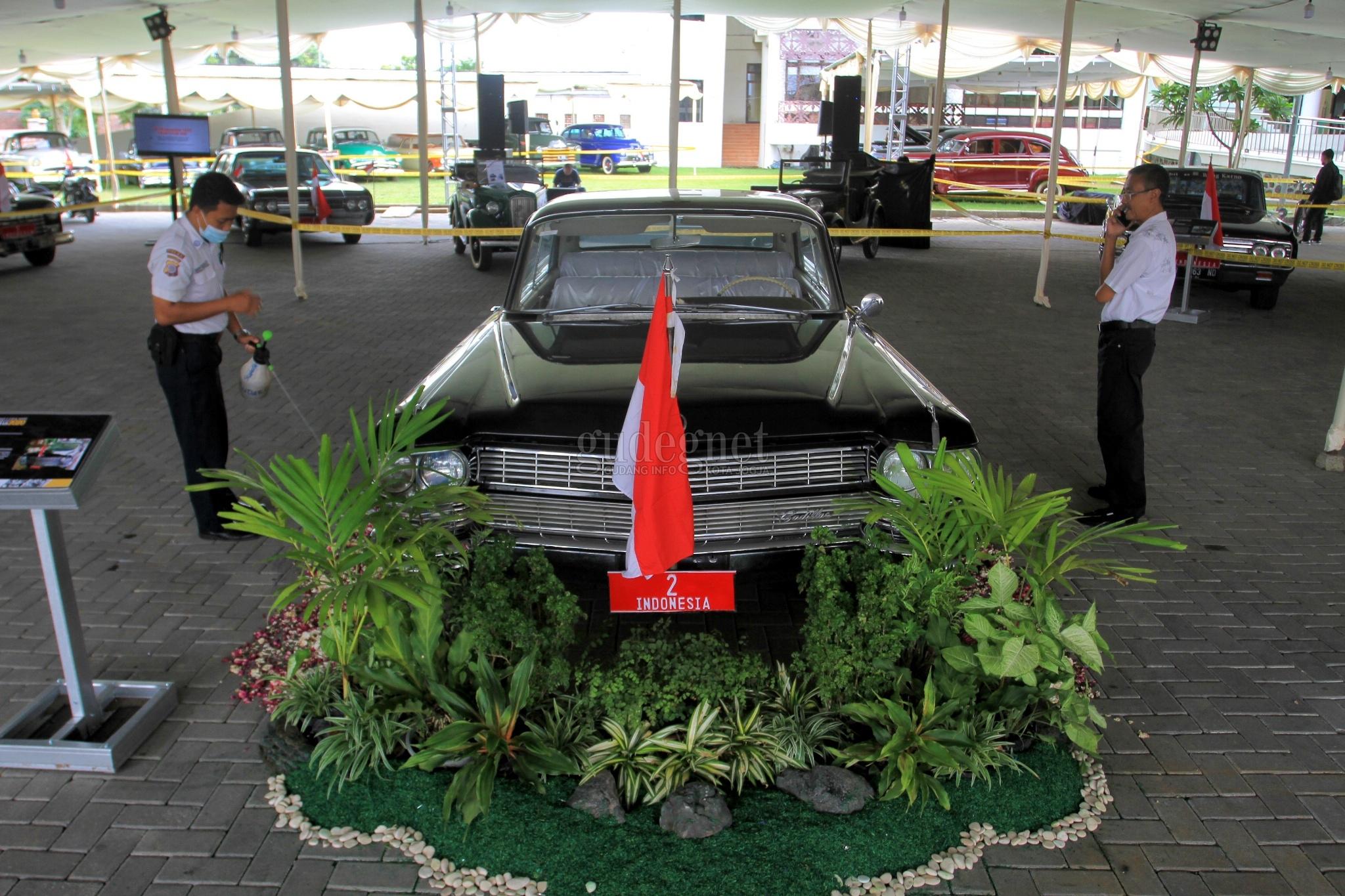 Mobil Dinas Sultan HB IX Cadillac Fleetwood 75 'Nongkrong' di Grahatama Pustaka