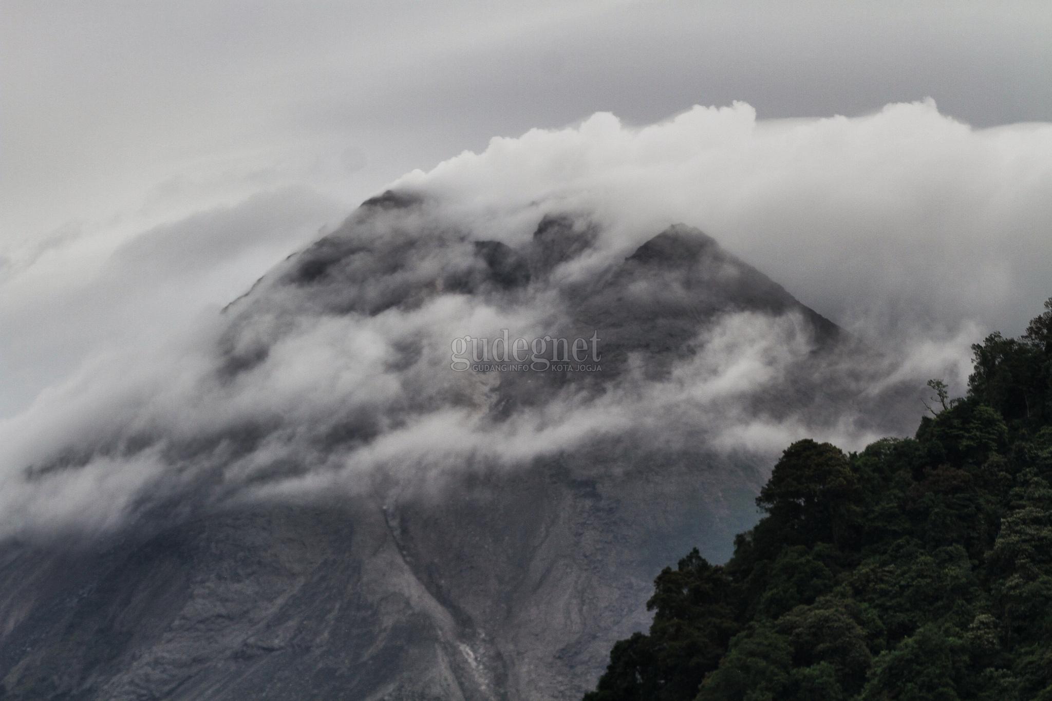 Jumat Pagi, Merapi Kembali Luncurkan Awan Panas Sejauh 1.500 Meter