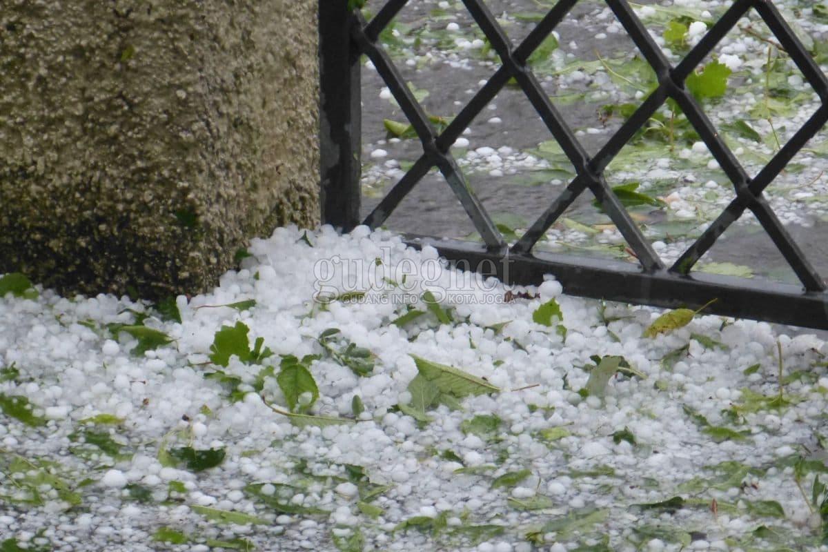 Ini Sebab Turun Hujan Es di Jogja