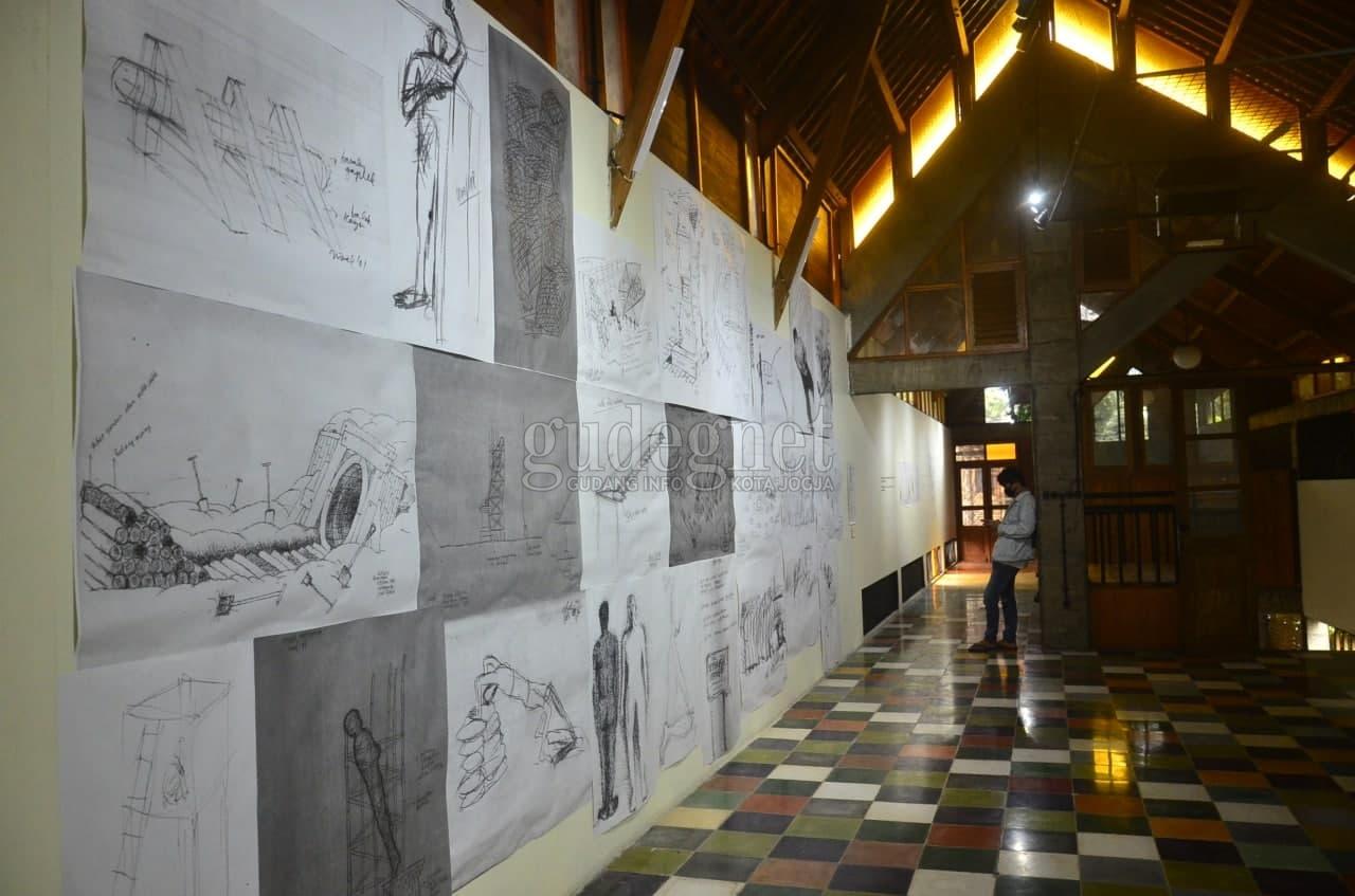 Pameran 'Teks Garis Bentuk' Suguhkan Karya Sketsa dan Drawing
