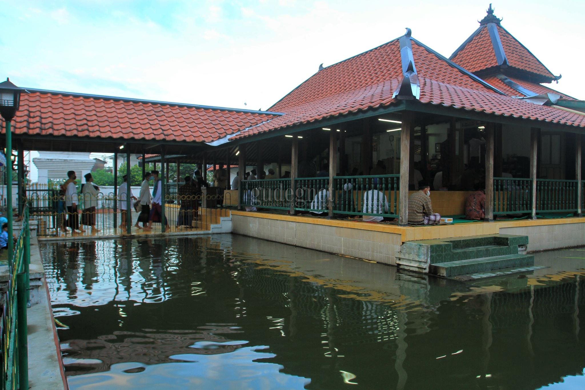 Masjid Pathok Negoro Gelar Salat Iduladha Dengan Prokes Ketat