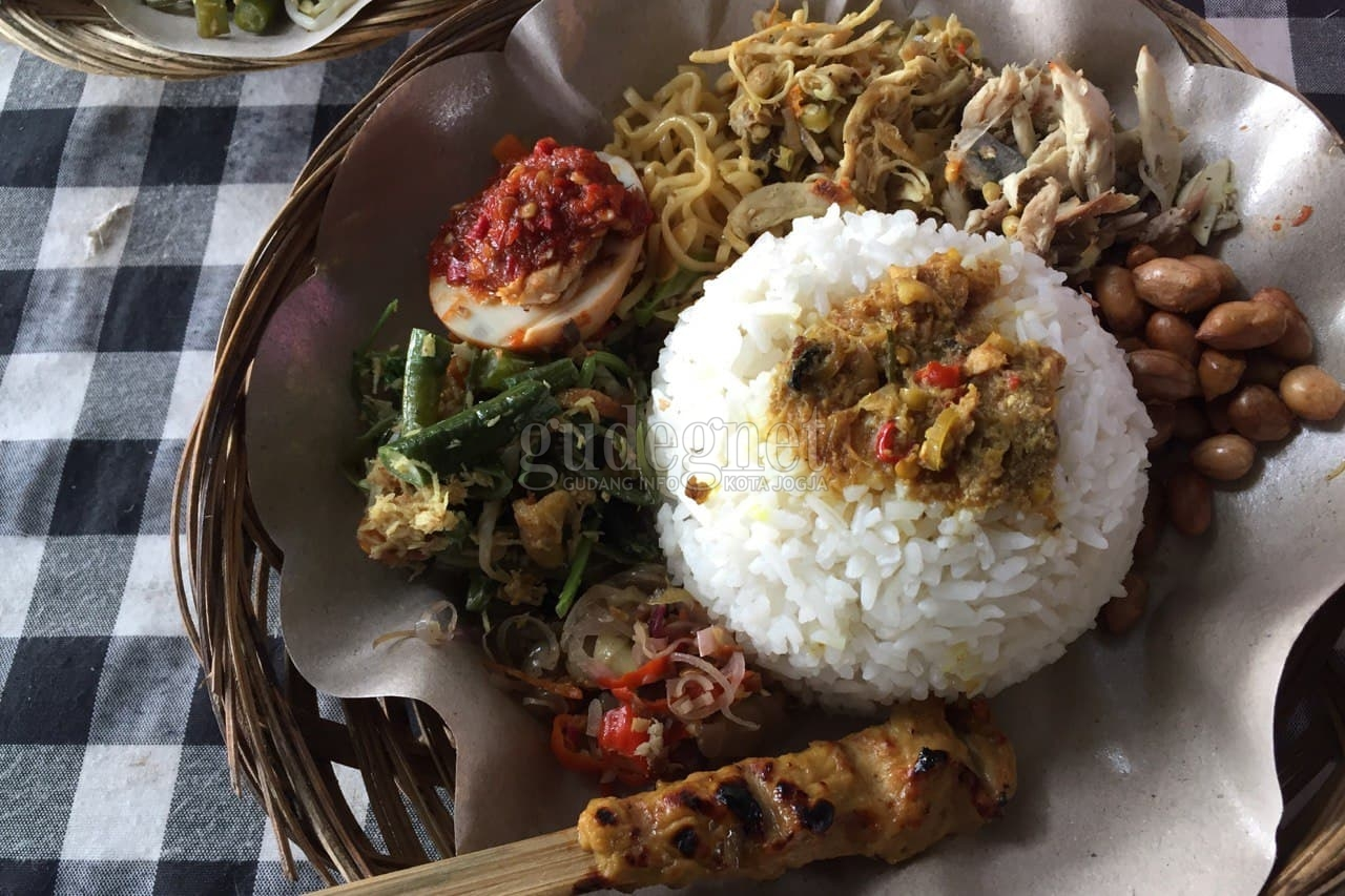 Menikmati Sajian Khas Bali di Warung Mai'nake