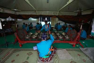 Jelang Prosesi Kondur Gongso,Warga Padati Pogung Masjid Gedhe Kauman
