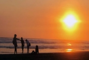 Menikmati Sunset di Glagah Indah